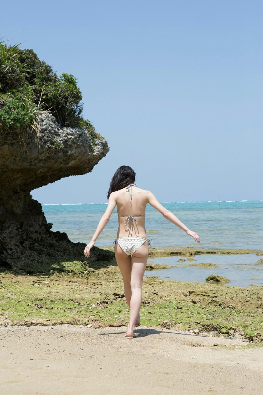 ℃-ute・矢島舞美の水着お尻グラビア