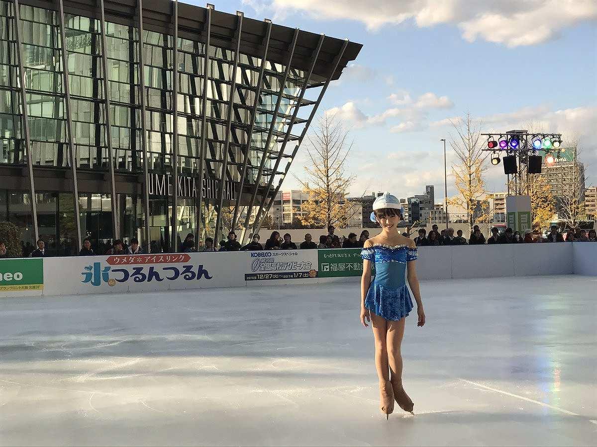「グランフロント大阪 うめきた広場」で初滑りを披露する本田望結