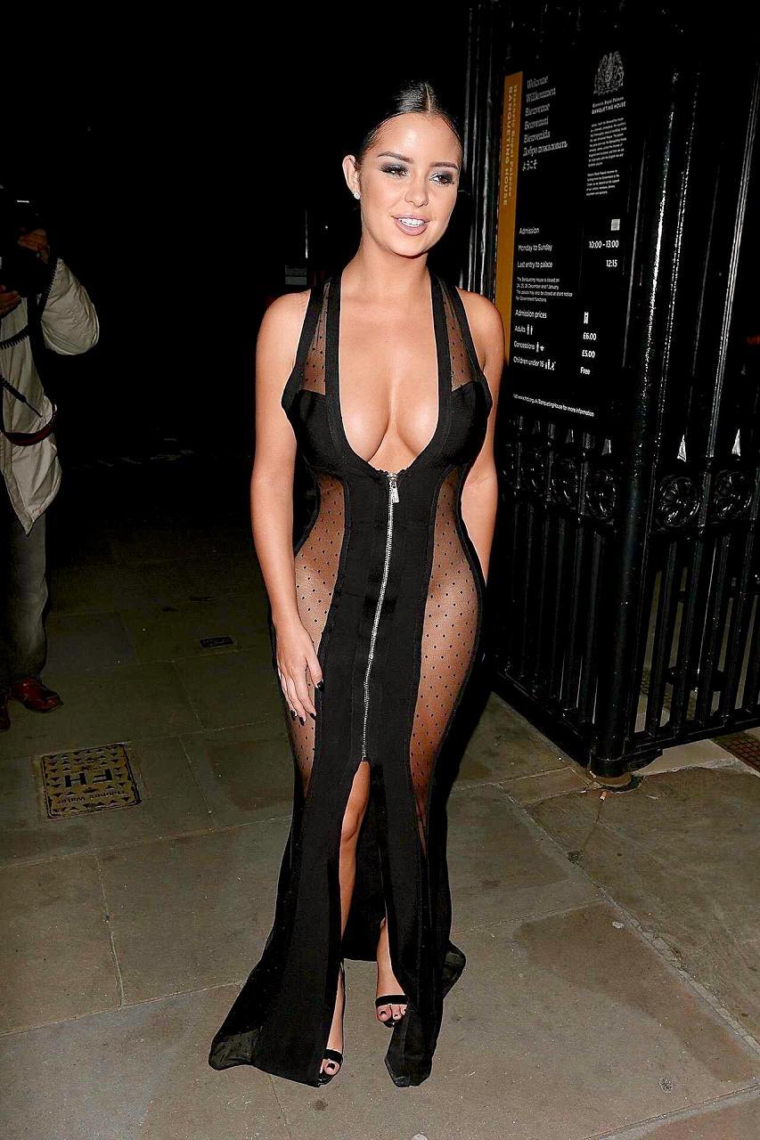 スケスケでおっぱいも太ももも見えまくったドレスを着た下着モデルのデミ・ローズ(Demi Rose)