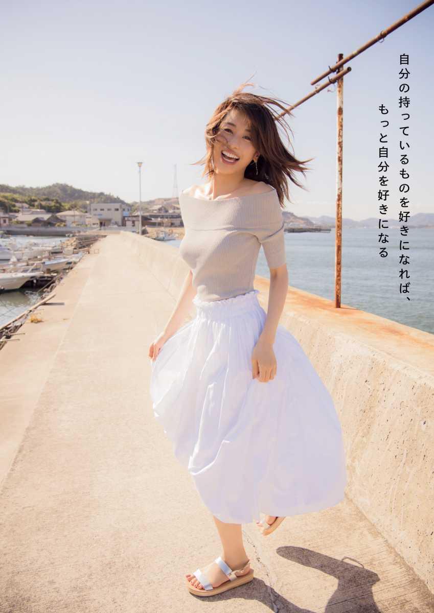 ニットを着た加藤綾子の着衣巨乳グラビア