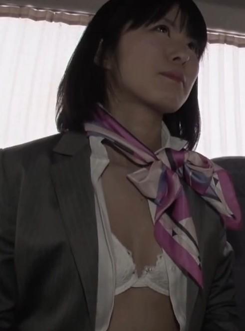 竹達彩奈に似ているAV女優のブラジャーおっぱい