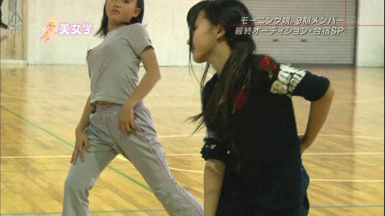 Tシャツを着てモーニング娘。9期メンバーオーディションを受ける巨乳女子小学生