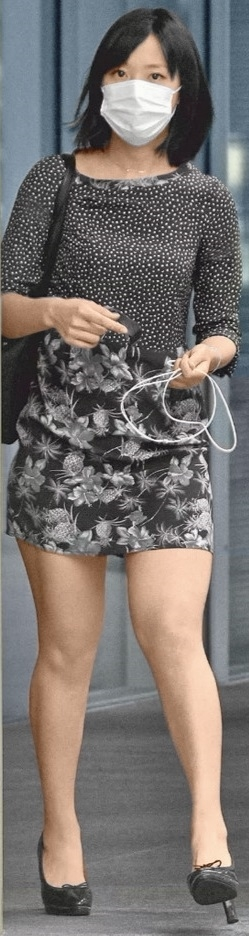 超ミニスカートの私服で歩く竹内由恵アナ