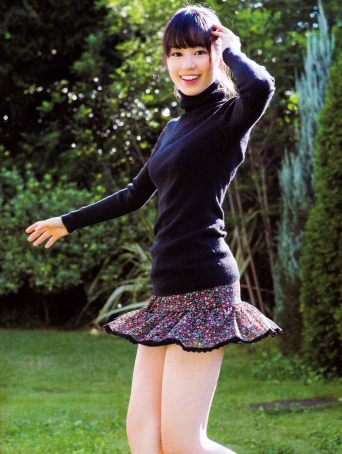 ニットを着た生田絵梨花の着衣おっぱいグラビア