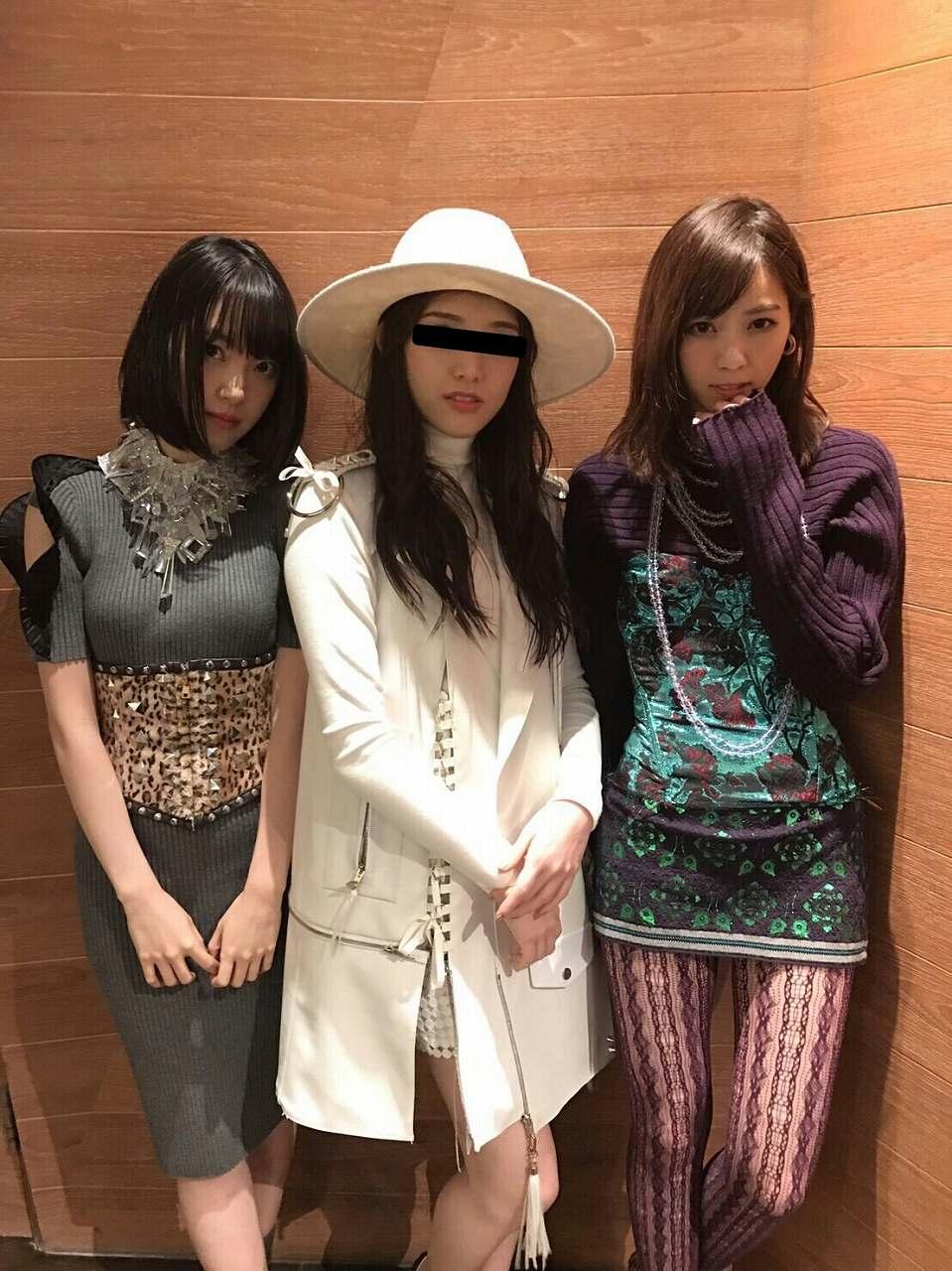 ニットワンピースを着た乃木坂46・堀未央奈の着衣巨乳