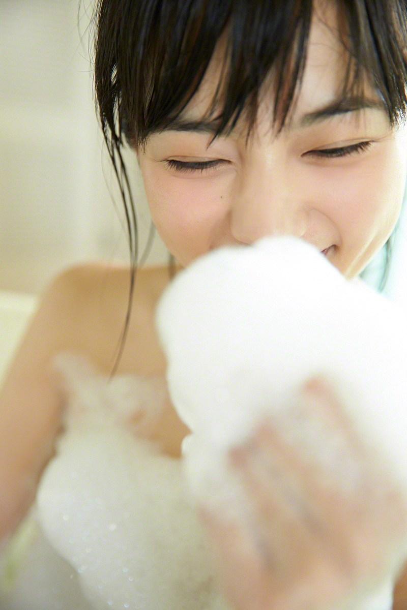 写真集「haruna3」川口春奈の泡風呂ヌードグラビア