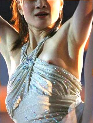 フィギュアスケート競技中に衣装から乳首ポロリしている荒川静香