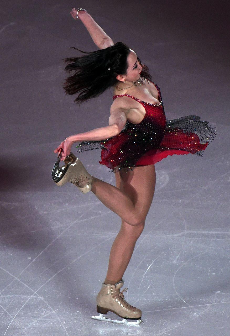 フィギュアスケート競技中に衣装から乳首ポロリしているエリザベータ・トゥクタミシェワ