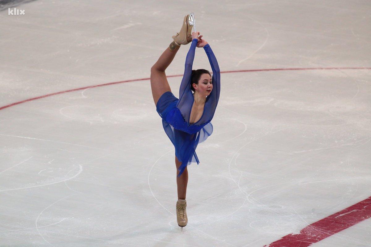 フィギュアスケート競技中に衣装から乳首ポロリしているトゥクタミシェワ