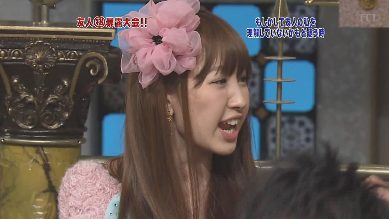 テレビ出演した小嶋陽菜の横顔