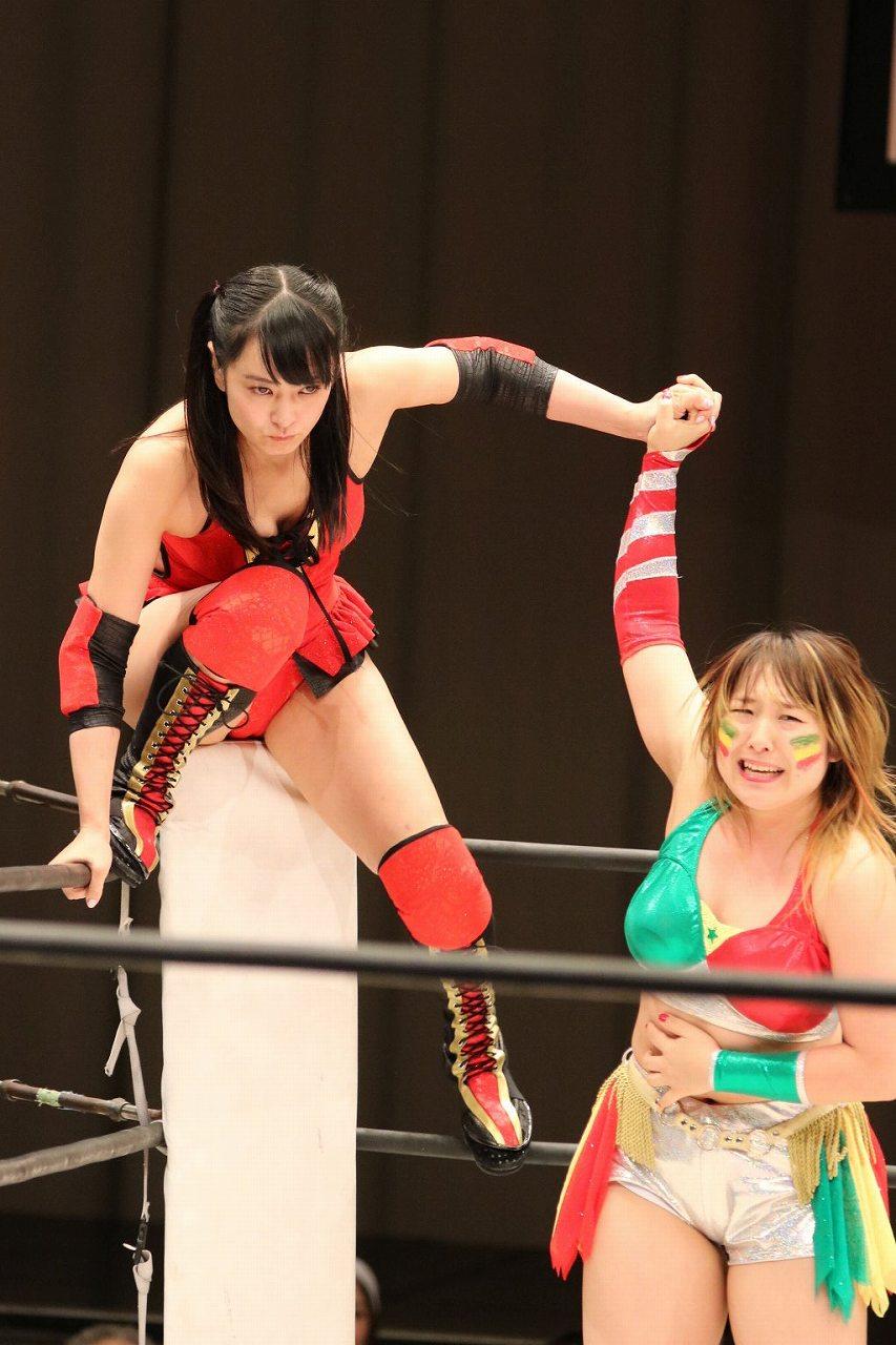 女子プロレス団体・スターダムの興行でリングデビューを果たした脊山麻理子