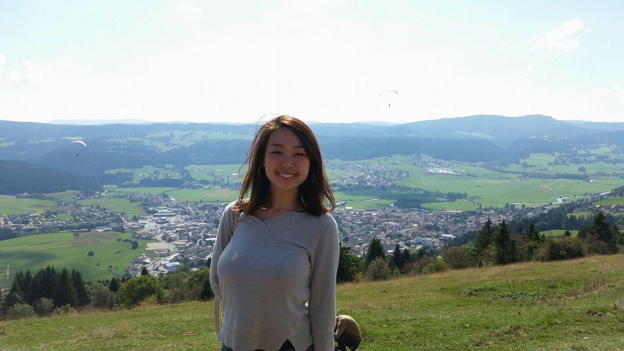 フランスで行方不明になったフランス留学中の女性(ニット着衣巨乳)