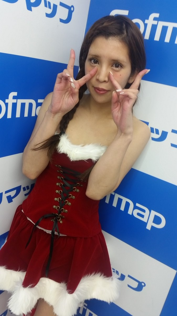 DVDの発売記念イベントでソフマップに登場した坂口杏里