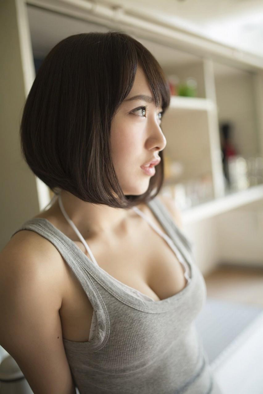 テレ朝の女子アナ・竹内由恵のおっぱいグラビア(小倉ゆずのグラビア)