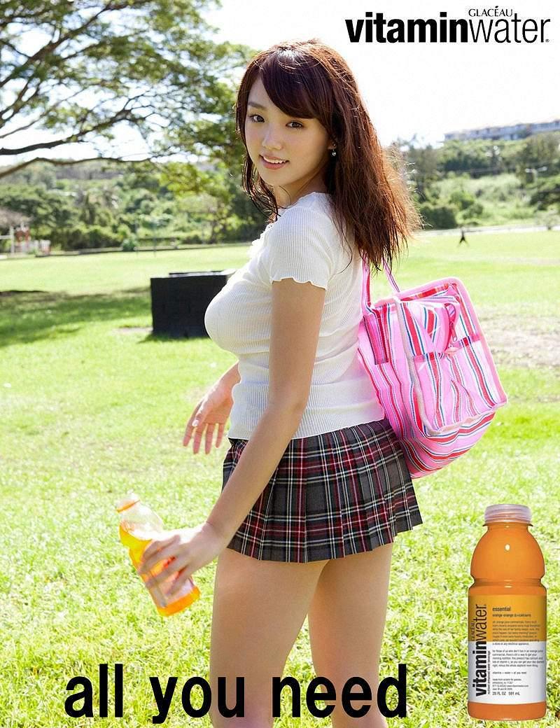 篠崎愛の着衣巨乳グラビア