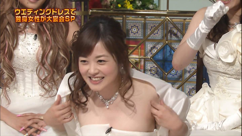 「踊る!さんま御殿!!」でデコルテ丸出しのウェディングドレスを着た水卜麻美の胸チラ