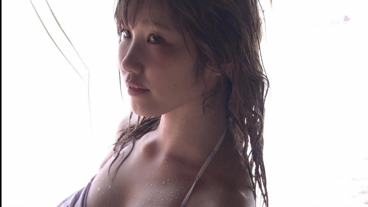 内田彩のイメージビデオキャプチャ画像(ビキニの水着を着た内田彩)