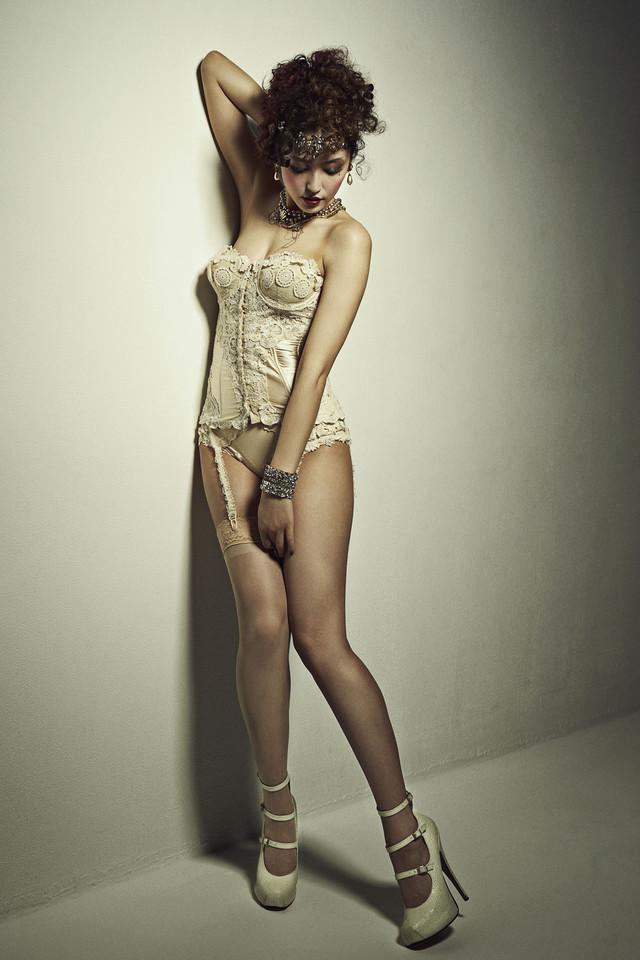 ミュージカル「キャバレー」の衣装を着た長澤まさみのセクシーグラビア