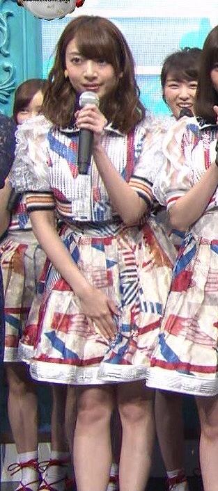 テレビ出演中に股間を押さえる乃木坂46・橋本奈々未
