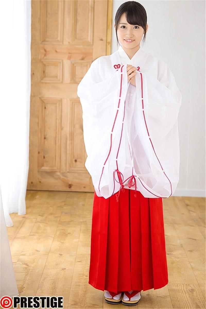 現役巫女がAVデビュー、巫女の服を着た大島美緒