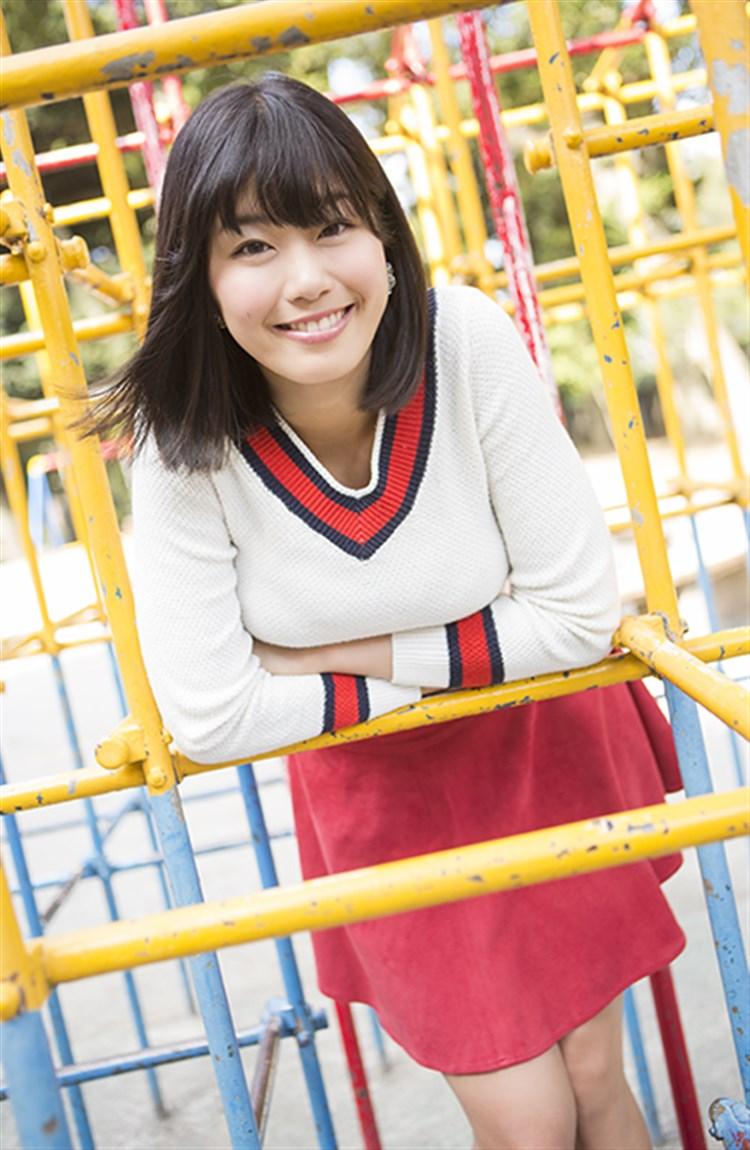 稲村亜美の着衣巨乳グラビア
