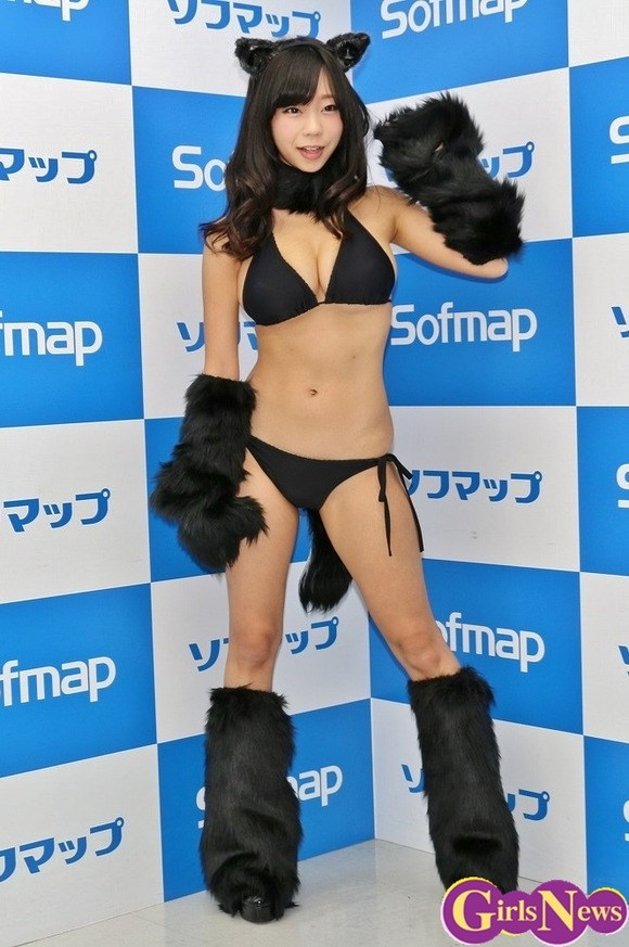 DVDの発売記念イベントでソフマップに登場した青山ひかる