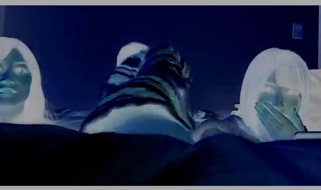 ノーパンでSHOWROOM生配信をしてスカートがめくれて股間ポロリしている白間美瑠