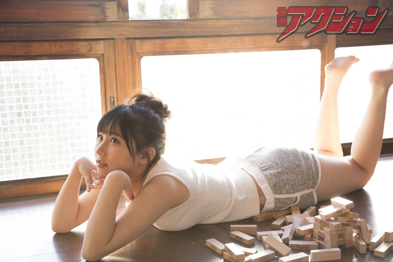 「漫画アクション」HKT48・田中美久のタンクトップグラビア