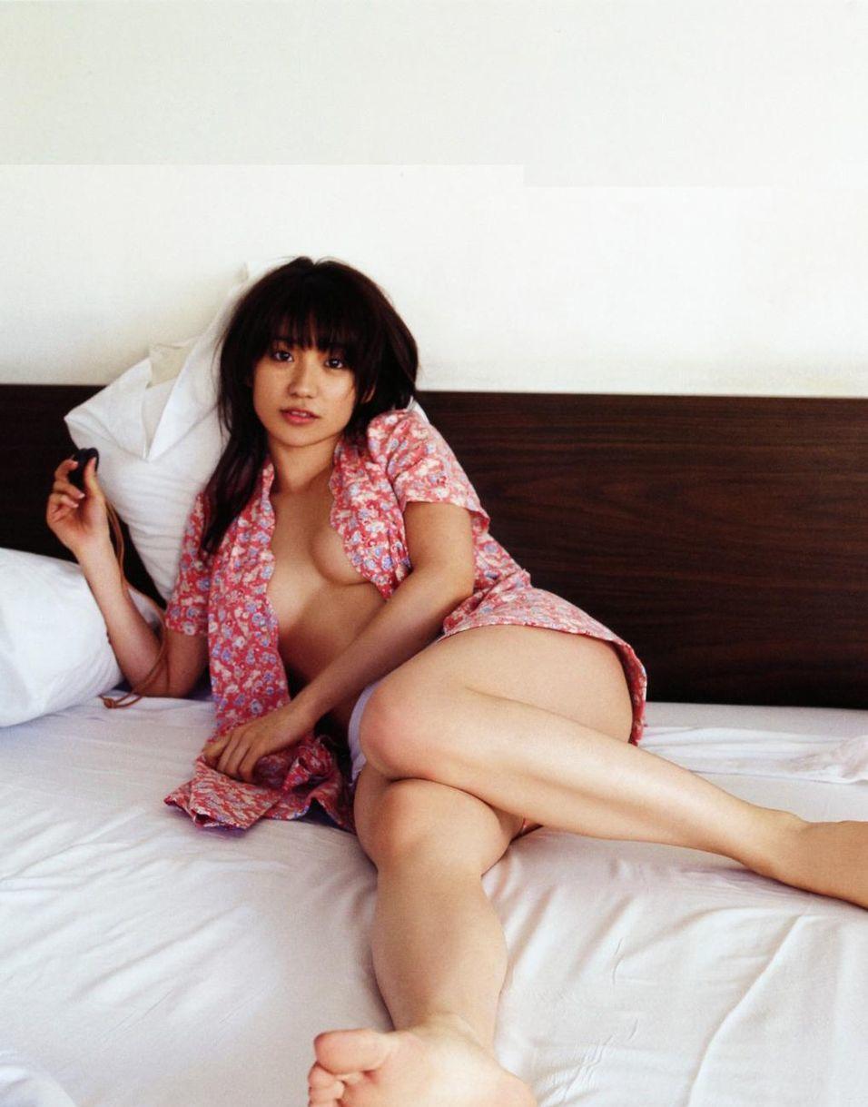 大島優子のノーブラグラビア