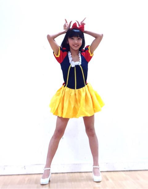 白雪姫コスプレで恋ダンスをする栗田桃花
