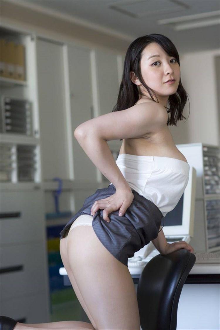 紺野栞の下着グラビア
