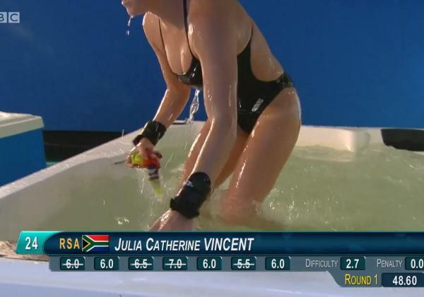 競泳水着を着た巨乳即ハボ女
