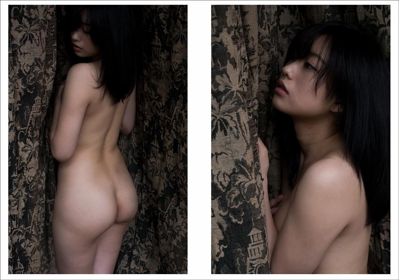 冨手麻妙の写真集「裸身_初号」画像