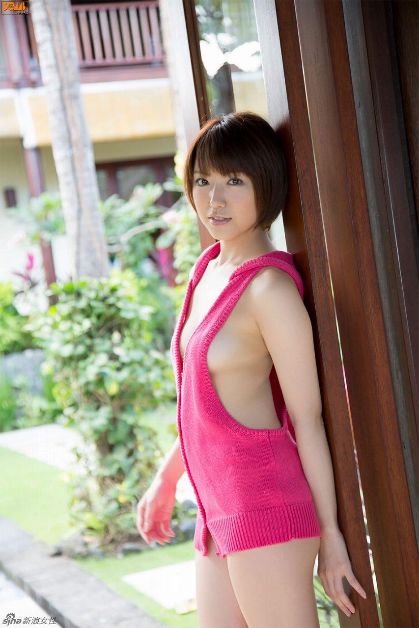 肩・腰まで丸出しな「童貞を殺すセーター」を着た浅倉結希