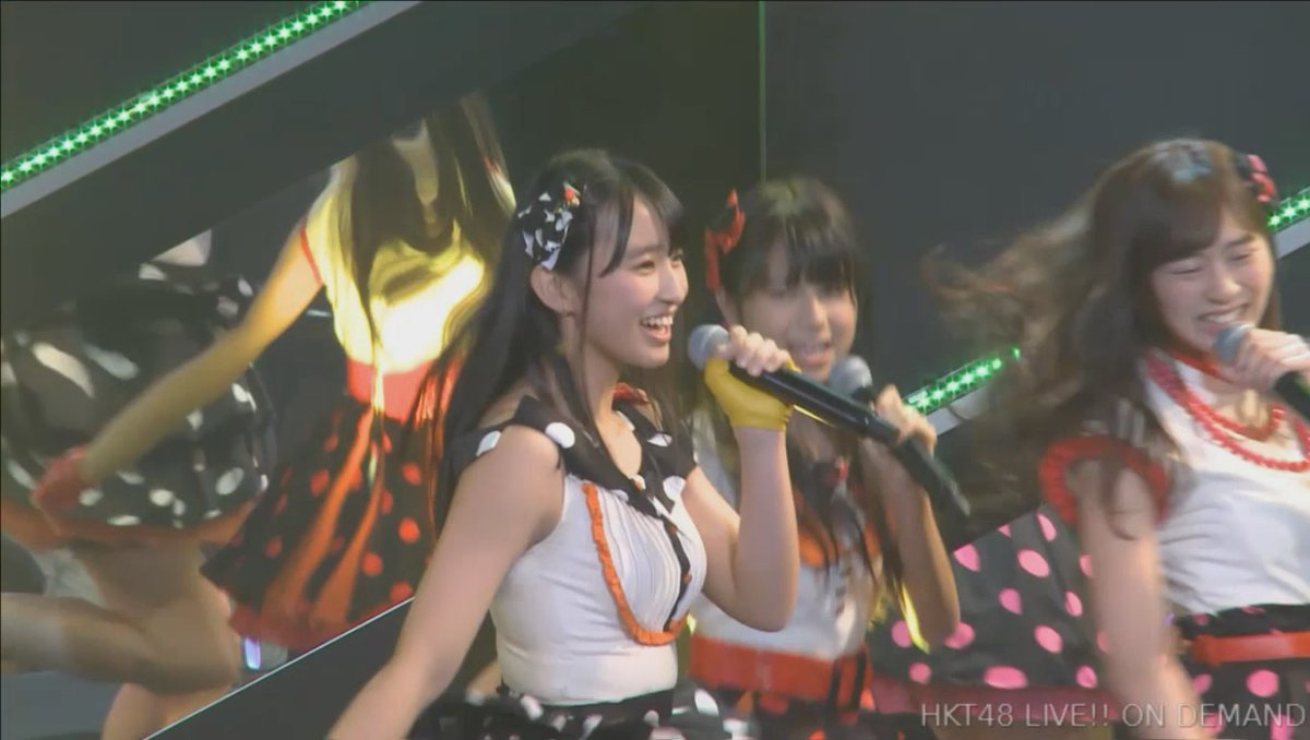 おっぱいが強調されるステージ衣装を着たHKT48・松本日向の着衣巨乳