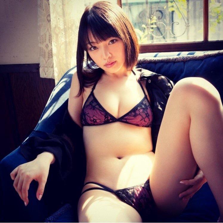 太田夢莉のドスケベ水着グラビア