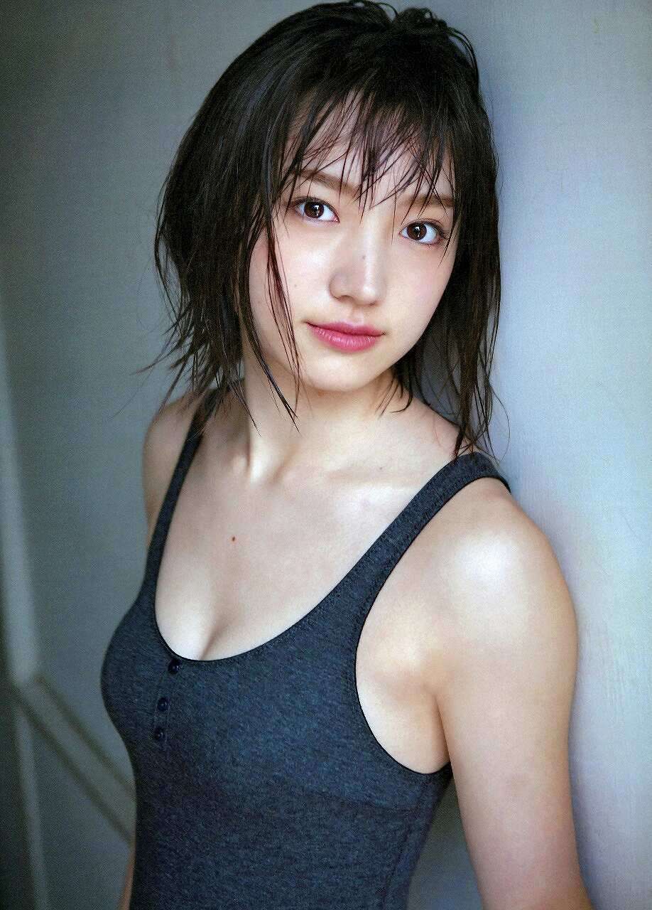 太田夢莉の水着グラビア