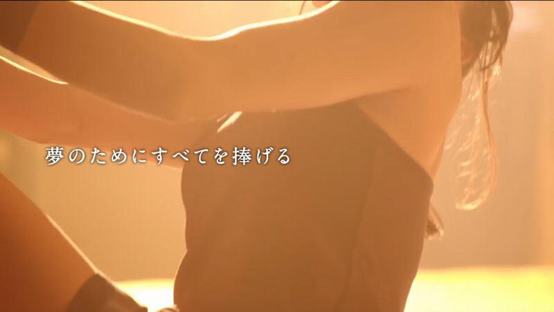 タンクトップを着た伊藤ふたば(14歳)の着衣おっぱい
