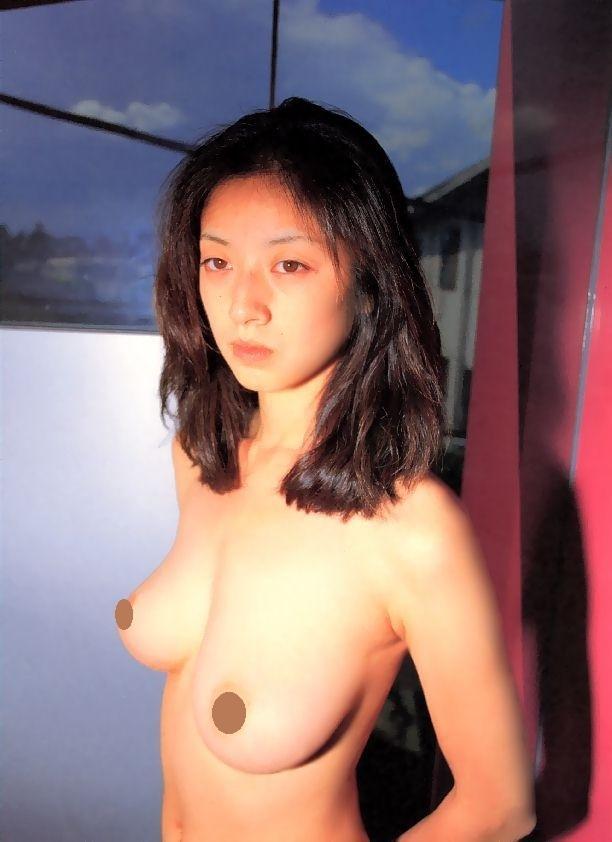 高岡早紀(44)、ドスケベグラビアで萎んだお○ぱいを放り出す