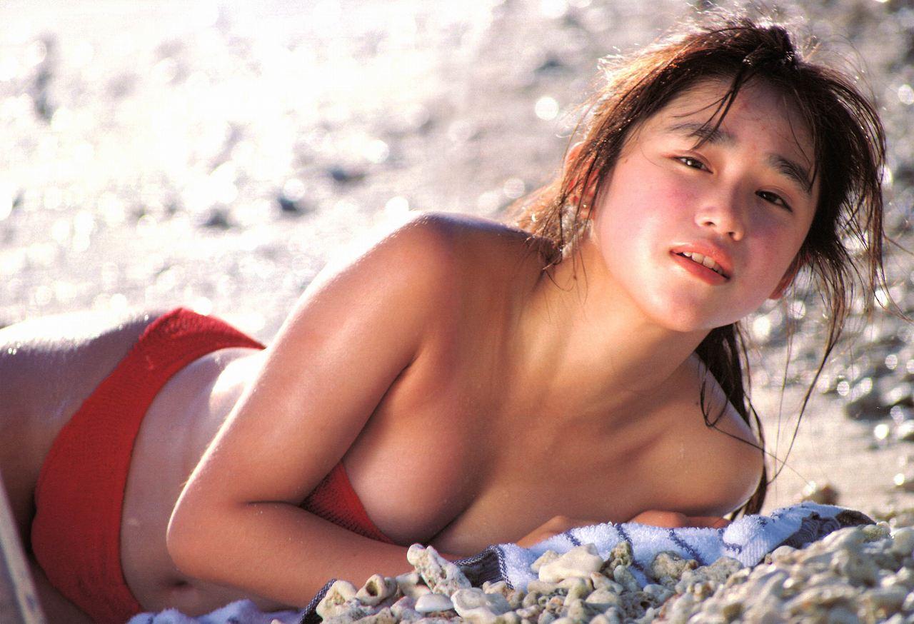 本田理沙の水着グラビア