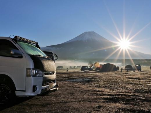 富士山とハイエース