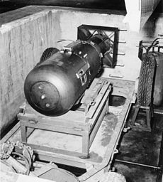 230px-Atombombe_Little_Boy_2.jpg