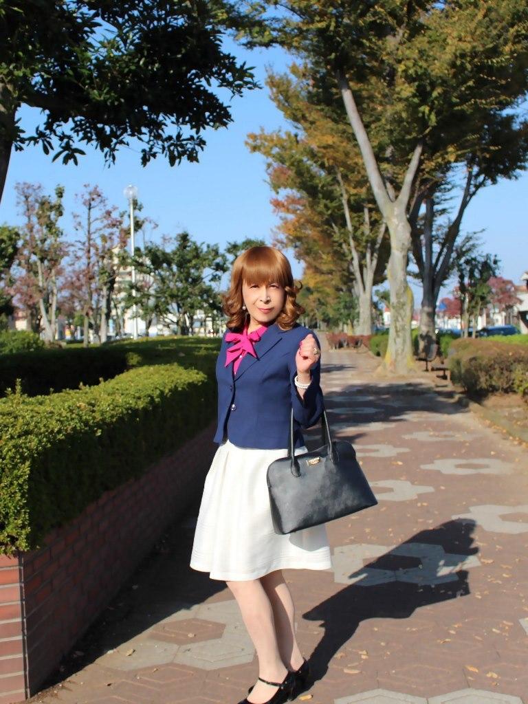 紺ジャケット白フレアースカートA(2)