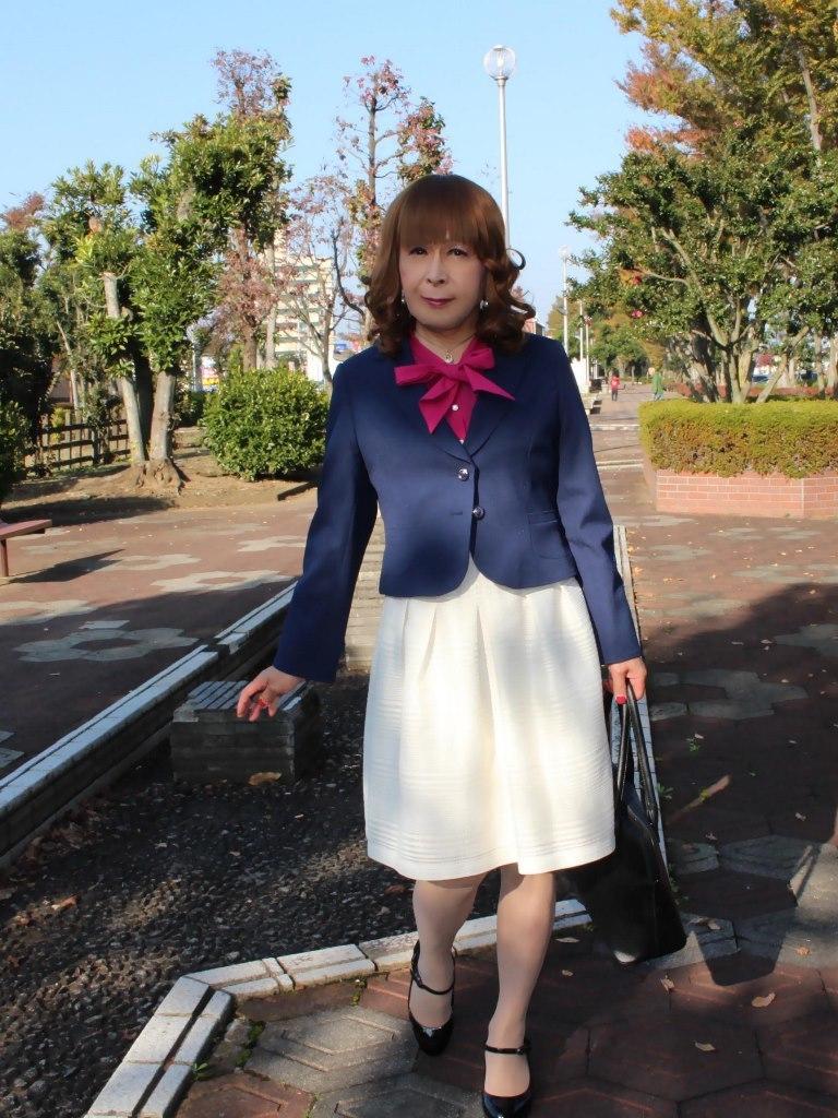 紺ジャケット白フレアースカートB(1)