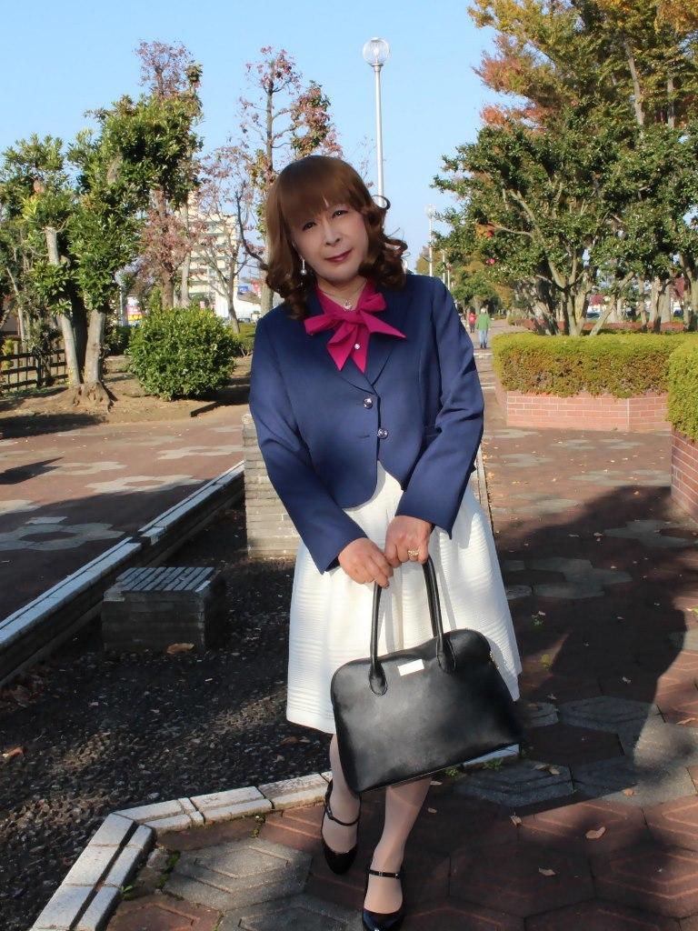 紺ジャケット白フレアースカートB(2)