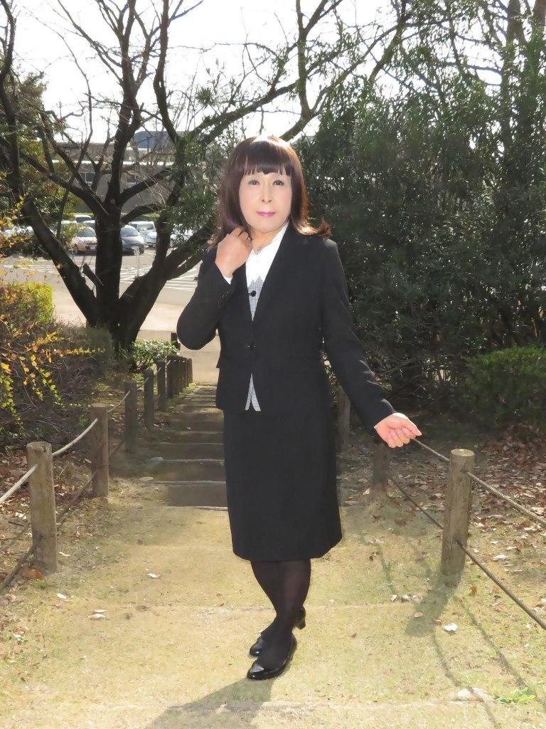 黒OLスーツA(2)