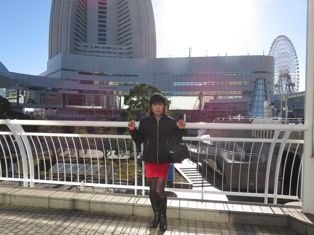 黒タウンコート赤ニットワンピA(3)