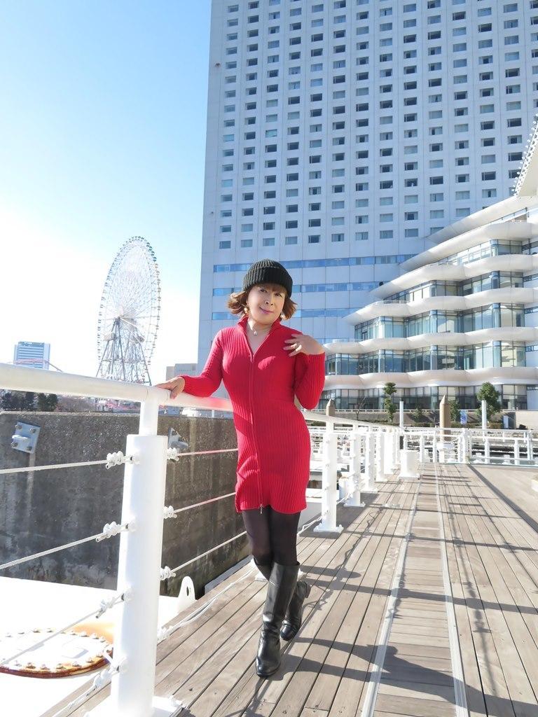 赤ニットワンピみなとみらいB(1)