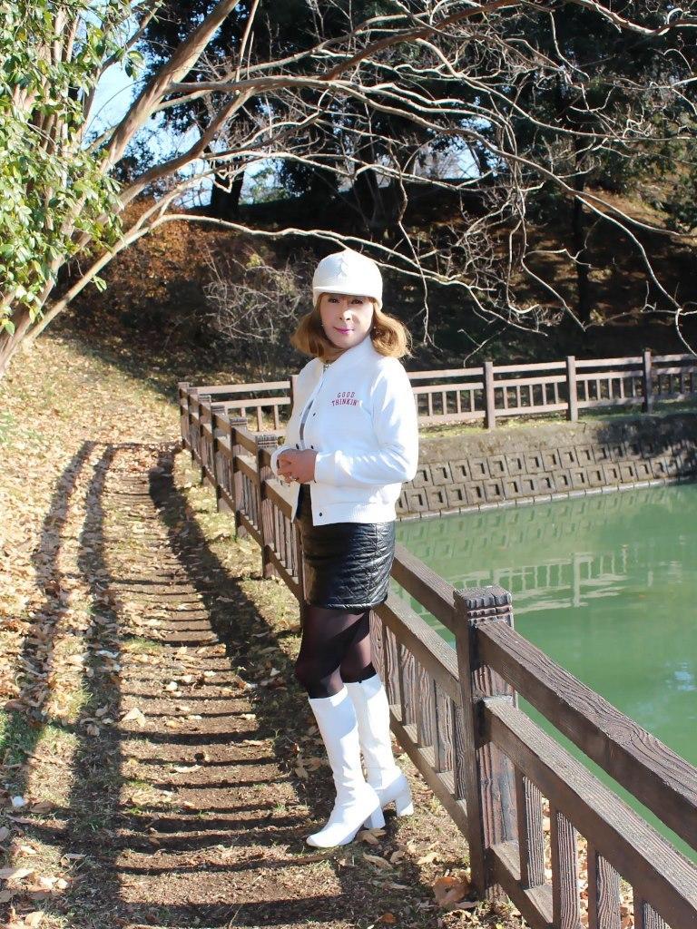 白ブーツ黒レザーミニA(1)