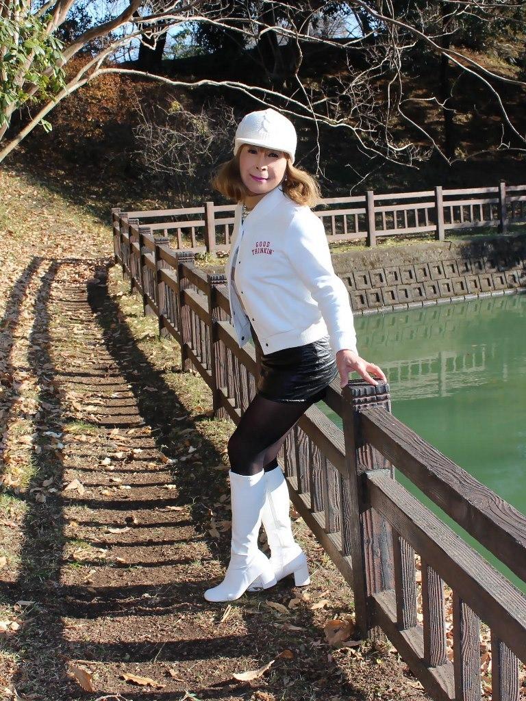 白ブーツ黒レザーミニA(2)